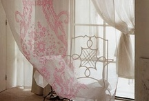 Pink Children's Bedrooms  / Lovely and sweet pastel pink frilly bedrooms for little girls