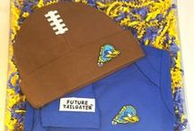"""Delaware Blue Hens Baby / Future Tailgater offers awesome Delaware Blue Hens baby apparel, accessories & gift sets for baby fans. Our items will make you smile cause they're """"Made to Play""""!"""