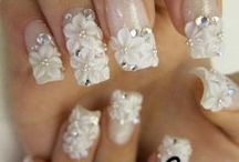 nails woow / by Lara Veronica