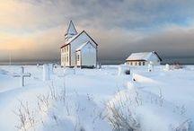 ☼ ČARO ☁ prírody ☁ ZIMA ❄ / Zima je jedno z ročných období v miernom teplotnom pásme nasledujúce po jeseni a predchádzajúce jari. Má najkratšie dni a najnižšie priemerné teploty. V oblastiach vzdialenejších od rovníka sa v zime často vyskytuje sneh. Astronomicky začína zimným slnovratom (okolo 21. decembra na Severnej pologuli a 21. júna na Južnej pologuli), a končí jarnou rovnodennosťou (okolo 21. marca na Severnej pologuli a 21. septembra na Južnej pologuli).  / by Aňa