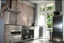 Kitchens / Who doesn't like food? A meal tastes even better when home cooked in a lovely kitchen! Check some amazing kitchens out on this board.