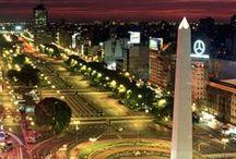 Mi Buenos Aires querido / Hoy que la suerte quiere que te vuelva a ver, Ciudad porteña de mi único querer, Oigo la queja de un bandoneón, Dentro del pecho pide rienda el corazón.