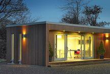 Tuinkantoor en drumruimte / Houten multifunctionele ruimte met akoestisch isolatie en glas.