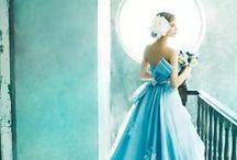 Blue Belle / ペールブルーのドレスは身に纏うだけでそこに爽やかな風が吹くよう。 少し流行を取り入れたデザインもブルーの色味で軽快に着こなせます。 初夏の清々しい季節におすすめのカラースタイルです。