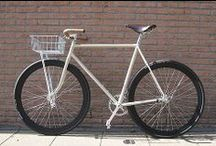 Fixies // Bikes / by nappss