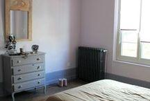 RoMax - Chambre 1 / Quelques photos de notre chambre. Des couleurs pastel douces et pleines d'amour. Rose poudre et gris-parme. /  Some pictures of our bedroom. Sweet pastel colours full of love. Pink powder and purple-grey.