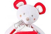 / BEBE DOUDOU / / Sucre d'Orge propose des doudous originaux, doux et rigolos pour bébé. Filles et garçons pourront cajoler ces doudous en forme de souris, chien, lapin, abeille, ours ou chat. Tous nos jouets d'éveil, peluches, doudous, hochets ou poupées, respectent les normes CE pour offrir sécurité et tendresse à votre enfant. Aucun élément n'est détachable et chaque peluche ou doudou est lavable en machine.  #doudou #sucredorge #bébé #naissance