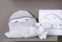 / CADEAU DE NAISSANCE / / Vêtements rigolos et personnalisables pour bébé, éléments de déco pour la chambre d'enfant, peluches, doudous… Sucre d'Orge & Cie vous aide à trouver une idée de cadeau de naissance original qui ravira autant le bébé que ses parents.  #sucredorge #bébé #cadeaudenaissance #wishlist