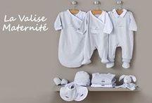 / LA VALISE MATERNITE / / Découvrez une ligne cadeau, chic et tendre, spécial tout-petits (du préma au 6 mois). Plein d'astuces pratiques : chaussons intégrés et dos élastiqué pour faciliter le change de bébé !