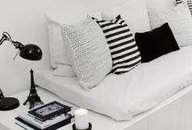 black & white ◐