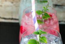 Mojitos mit Früchten / SHATLER's Mojito und 200g der jeweiligen Frucht in einem Mixer pürrieren und auf Crushed Ice genießen!