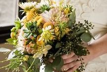 Flowers to Hold - Yellow Bouquets / Wedding bouquets in all shades of yellow.  Lemon, sunshine and butter yellow bouquets.
