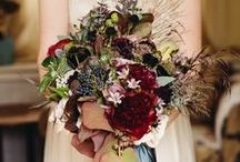 Flowers to Hold - Red Bouquets / Wedding bouquets in shades of red and burgundy