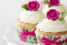Cupcakes / The wonderful world of colorful cupcakes