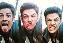 My name is Grant Gustin and I'm the cutest man alive / I mean, this guy is ADORKABLE... And I love him...