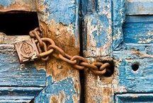 Portas e Janelas / Gates & Windows / Portas, Portões, Batentes, Puxadores, Fechaduras, Janelas e Varandas / by Luisa Paula Belchior