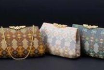ハンドバッグ/Handbags / 和装・洋装問わずお使いいただけるハンドバッグを取り揃えました。特に、パーティーシーンやブライダルシーン、お茶会などに華を添えるラインアップです。意匠性の高さはもちろん、機能性にも十分配慮。その昔、かのクリスチャン・ディオールが惚れ込み、自身のコレクションに用いたことで知られる「早雲寺」の文様を用いたバッグもご用意しております。