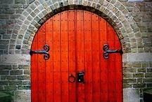 Puertas / by Natividad Gaset Burriel