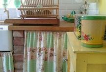 vintage kitchens / shabby chic vintage kitchens.