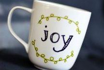 Prezenty DIY // DIY Christmas gifts / Prezenty DIY: świeczki, ręcznie malowany kubek, świecznik, cementowy świecznik, etui na kable, pomysł na prezent świąteczny, pomysł na prezent pod choinkę