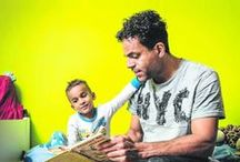 Vaders voor Lezen! / De leukste voorleesboeken voor vaders, want...als vaders voorlezen dan: slaan ze een meer volwassen toon aan, gebruiken moeilijkere woorden en verzinnen vaker verhaallijnen. En dat alles maakt een vader tot een invloedrijk rolmodel voor zijn kinderen, met name zijn zoon(s).