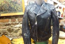 MTC141159 / One of our new jacket MTC141159 DISTRESSED VEG COWHIDE BLACK COLOR 1.2-1.3 mm. Days in my hands through many treatments , acquiring at the end a beautiful aged and worn image. Back piece, seamless front panels and sleeves, reinforced shoulders, elbows and back bottom with extra skin and special sponge beneath it, offering protection to the rider.