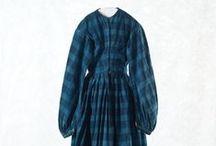 Folklig Nyrokoko, Kvinnor / Vanligt folks modepräglade kläder vid 1800-talets mitt. (Swedish common peoples dress during the mid 19th century.)