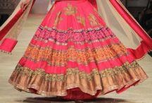 """Haute Couture indienne: Manish Malhotra / Un couturier indien qu'on adore chez Merabarata: Manish Malhotra. Ses collections présentées lors des """"fashion week"""" à Delhi sont toujours exceptionnelles: couleurs éclatantes, finesse des broderies, richesse des tissus... tout n'est que Beauté! C'est sûr ce couturier transforme les femmes en princesses!"""
