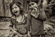 İmam, Haham, Papa'ya inat / İmam, Haham, Papa; Yoksulluğa teslim ettiğiniz insanlığın sizlere rağmen umudu bu çocuklardır. Umarım bu sahici gülüşleri rüyalarınıza girer. Umarım bu gülüşlerin yaratacağı yeni bir dünya sizlerin tükenişiniz olur.