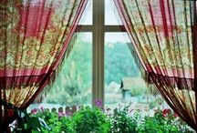 Uma casinha muito charmosa! / Eu queria ter na vida simplesmente, um lugar de mato verde para plantar e pra colher.... ter uma casinha branca com varanda, com quintal e uma janela para ver o sol nascer! / by ALINE TARDELLI