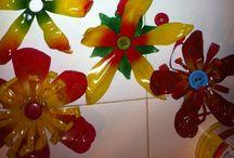 Flores de botellas plásticas  / Adornos para pared