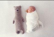 """""""Hello Baby"""" - Babyerstausstattung! / Die Baby Erstausstattung umfasst alle wichtigen Utensilien und Kleidungsstücke, die in den ersten Wochen auf keinen Fall fehlen dürfen. Hier bekommt Ihr einen Überblick der Must-Haves mit einem Neugeborenen."""