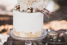 Hochzeitstorten / Ob eine mehrstöckige Hochzeitstorte, ein Naked Cake oder eine Cupcake-Etagere – lass dich von den süßen Kreationen inspirieren.