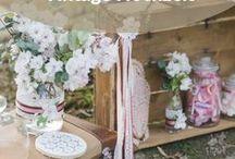 Vintage Hochzeit / Hast du schon immer von einer Bohemian Hochzeit geträumt? Auf diesem Board findest du viele wunderschöne Anregungen und Inspirationen für eine Vintage Hochzeit - von Tischdeko über Blumenarrangements und Gastgeschenken bis hin zum perfekten Brautkleid.