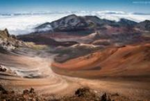 Eco Destinations : The Hawaiian Islands / The warm, tranquil waters refresh you. The breathtaking, natural beauty renews you. Look around. There's no place on earth like Hawaii.