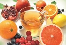 Piramide Fruit thee / Op dit bord zijn onze biologische fruittheeën te vinden. In totaal zijn er 6 verschillende smaken, zodat er gemakkelijk gevarieerd kan worden. Voor iedereen wat wils!