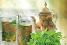 Piramide Munt thee / Op dit bord zijn onze drie biologische munttheeën te vinden, bereid op traditionele Marokkaanse wijze. Een verfrissend assortiment met een unieke combinatie van muntmix, groene thee en specerijen.