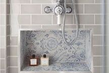 Bathroom Inspiration / Patterned walls, shabby chic interior, fantastically tiled flooring - a little selection of everything for your dream bathroom!