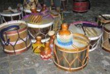 Brazil - Maracatú in Taubaté / there is a maracatu group playing every thursday, Culture in Brazil http://cestovanibrazilie.blogspot.mx/2008/10/jak-sem-se-nauila-rozeznvat-uml-prsa.html