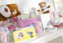 Mein 1. Geburtstag / Liebe Eltern, lasst euch von der bunten Geschenkewelt für Einjährige überraschen und staunt, was das moderne Baby alles braucht! http://www.foto.at/inspiration/baby.html