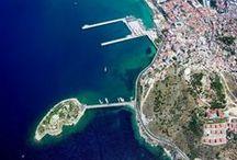 """Kusadasi Turcia / Kusadasi este una din cele mai renumite destinatii de vacanta din Turcia, numita si """" Insula Pasarilor """". Statiunea se afla la 90 km de Izmir, pe malul Marii Egee, in regiunea Aydin."""