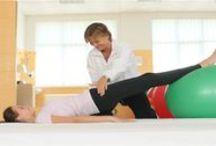 """Kinetoterapie / Kinetoterapia sau """"gimnastica medicala"""", considerata a fi una din etapele cele mai importante de recuperare medicala, urmareste sa creasca forta si rezistenta musculara, dar si mobilitatea articulara prin exercitii fizice specifice."""