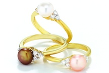 Cultured Freshwater Pearls - from Holsted Jewelers / Fashionable jewelry from Holsted Jewelers. Holsted Jewelers has more than four decades of experience in offering fashion enthusiasts in North America and the UK with distinctive jewelry designs.