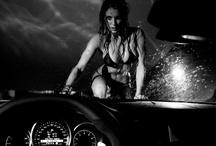 Top Night Mercedes-Benz 2013 / A edição da Mercedes-Benz TOP NIGHT deste ano é totalmente inspirada no tema 'paixão'. O projeto anual que celebra a ligação da montadora com a inovação, a moda e o luxo terá uma exposição fotográfica que arrancará suspiros. Luiz Tripolli clicou dez casais badalados em cenas baseadas no tema Paixão ao lado dos novos e arrojados modelos como o novo Classe A e o Concept Style Coupé – provocador e robusto veículo conceito apresentado na última edição do Salão do Automóvel de São Paulo.