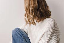 Stil. / Minimalistiskt och avslappnat. Svart, vitt, grått och blått.