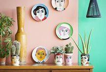 Parede Galeria / Porque casa que tem Prosa não combina com paredes vazias. Aqui tem muita inspiração para ocupá-las: do tradicional ao inusitado. E lá no site tem um E-BOOK grátis pra você criar sua parede de forma divertida e profissional ;) link no perfil