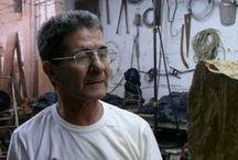 Miguel Angel Betancur / Miguel Angel Betancur nace en Medellín en el año 1953. Es bachiller de la Universidad Pontificia Bolivariana y realiza allí mismo dos semestres de Ingeniería Mecánica.  Trabaja la escultura desde 1973 año en el que ingresa a la Universidad de Antioquia para hacer los estudios correspondientes.