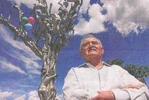 Leobardo Perez / Leobardo Perez Jimenez (El Carmen de Viboral Colombia, 22 de septiembre 1945) es un pintor y escultor colombiano. Su obra es reconocida a nivel nacional e internacional. Su obra ha tenido gran impacto en el público general gracias principalmente a sus esculturas realizadas a partir de armas blancas recuperadas de medios violentos de la sociedad, y a sus esculturas monumentales.