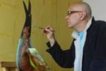 Alex Stevenson Diaz / Alex Stevenson Díaz, nació en Codazzi, Cesar, Colombia el 2 de marzo de 1962, viviendo desde muy niño en Barranquilla capital del departamento del Atlántico. Artista plástico colombiano que desde muy pequeño demostró sus dotes artísticas, estudió Publicidad y diseño publicitario en la Universidad Litoral de Barranquilla 1990. Realizó estudios de Escultura, vitral, escultura y dibujo y pintura.