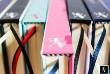 Cuadernos @Fixioana / Cuadernos con costura copta (expuesta) y costura tradicional (lomo recto) Tamaños A5 (21x15) y cuadrados (15x15) Cada cuaderno está compuesto de: 100 hojas papel bookcel ahuesado liso de 80gr. Cubiertas rígidas con terminación laminado mate  Guardas personalizadas. En caso de cuadernos con lomo recto se añaden: elástico sujetador + cintas señaladoras.  100% hecho a mano ♥ -- Diseño & encuadernación: Fixioana (Ana Julia Fernández) Consultas y pedidos/encargos: anafernandg@gmail.com